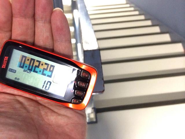 アクエリアスゼロ 健康チャレンジ1 8階分の階段を上がると10kcal消費