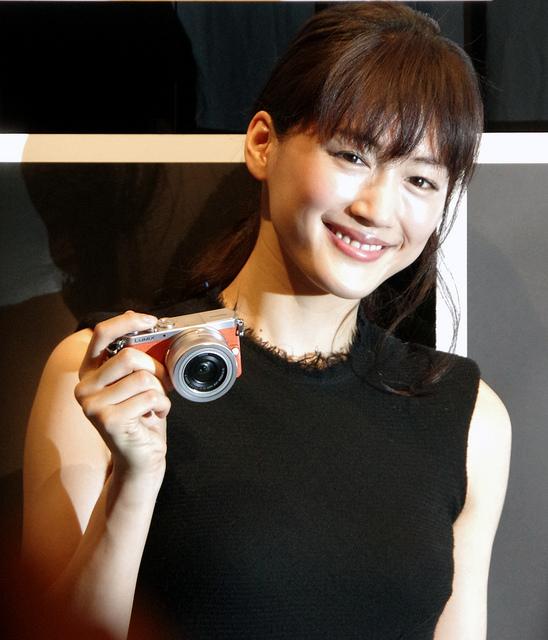 [PR] LUMIX GMで撮影された綾瀬はるかさんのオフショット満載の写真展「LUMIX GM Gallery」開催