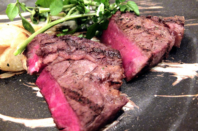 ホテル日航東京Grill & Wine Tarongaで長期熟成肉食べ比べ