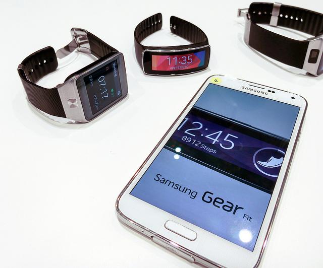 SAMSUNG カメラと防水と健康の最新グローバルモデルGALAXY S5とウェアラブル機Gear Fit&Gear 2を体験