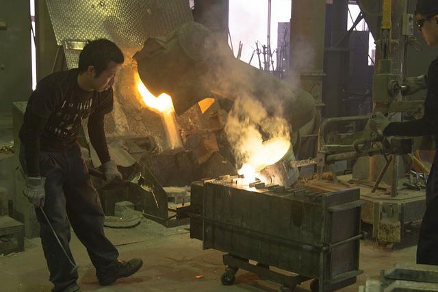 ニッポンセレクト.comの錫のぐい呑みを作る能作さんの伝統技術鋳込みと高岡発展への想い