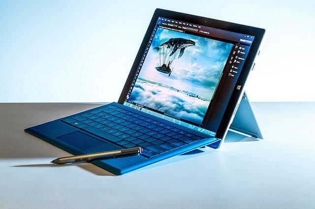 Microsoft Surface Pro 3 12インチ高精細で軽くパフォーマンスが良くなり、紙のノート代わりや写真編集に良さそう