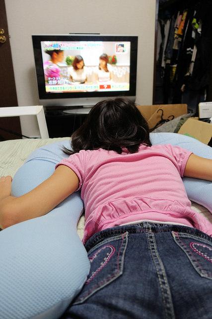 眠り製作所 抱かれ枕 アーチピローFUN で寝付きや目覚めがよくなったしクッションとしても便利