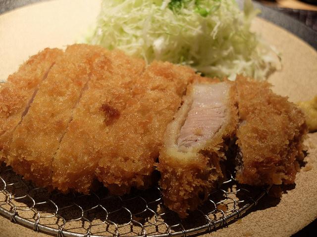 とんかつ ぴん 錦糸町テルミナ店 熟成された豚肉のとんかつはやわらかくてうまみが凝縮