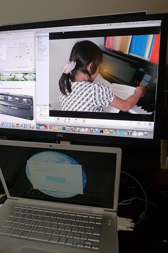 パソコンやゲーム機用ディスプレイとしても JVC LT-42WX70