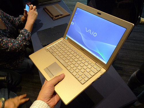 SONY VAIO X 紙のノートのようなPCを作りたいとの想いの結晶