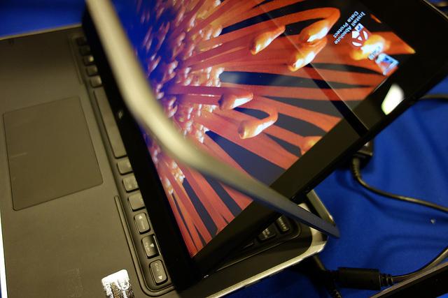 DELL XPS 12 フルHDのIPS液晶パネルが回転してWindows8搭載タブレット ...