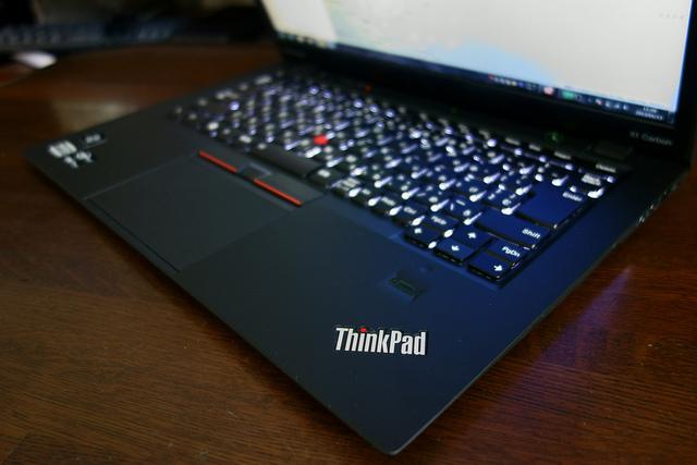 Lenovo ThinkPad X1 Carbon 薄く軽く剛性もあり使っていて気持ちが良いUltrabook
