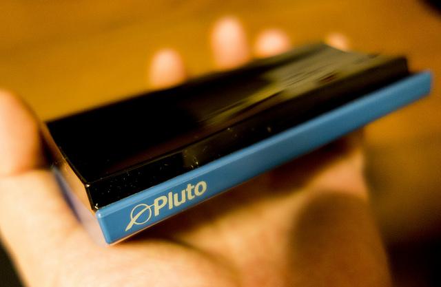 スマート家電化デバイスPlutoでホームシアターのリモコンをスマホに統合