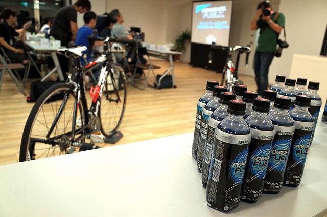 コカ・コーラのエナジー系スポーツ炭酸飲料POWERADE FUELXとロードバイク体験
