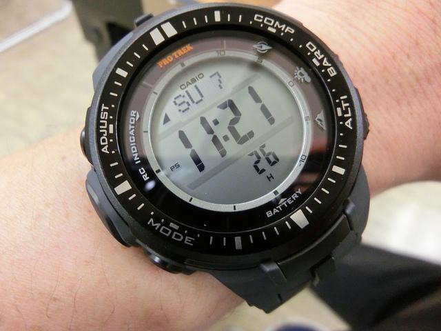 CASIO PROTREK PRW-3000 センサーの超省電力化でコンパクトかつ高精度に 高度・方角が分かる電波ソーラー腕時計