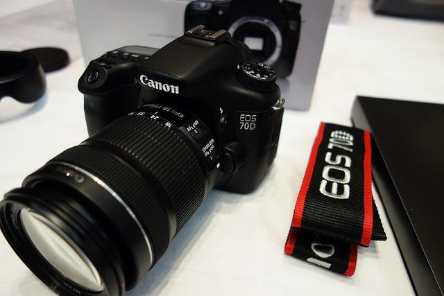 CANON EOS 70D デュアルピクセルCMOS AFで動画撮影・ライブビュー撮影が快適になったデジタル一眼レフを体験