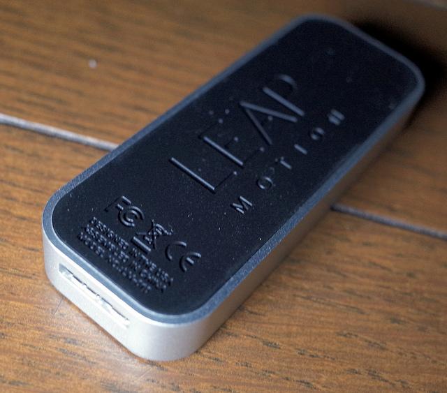 LEAP MOTION 超小型なのに指の動きをかなり高精度に識別することができるすごい3Dモーションセンサー