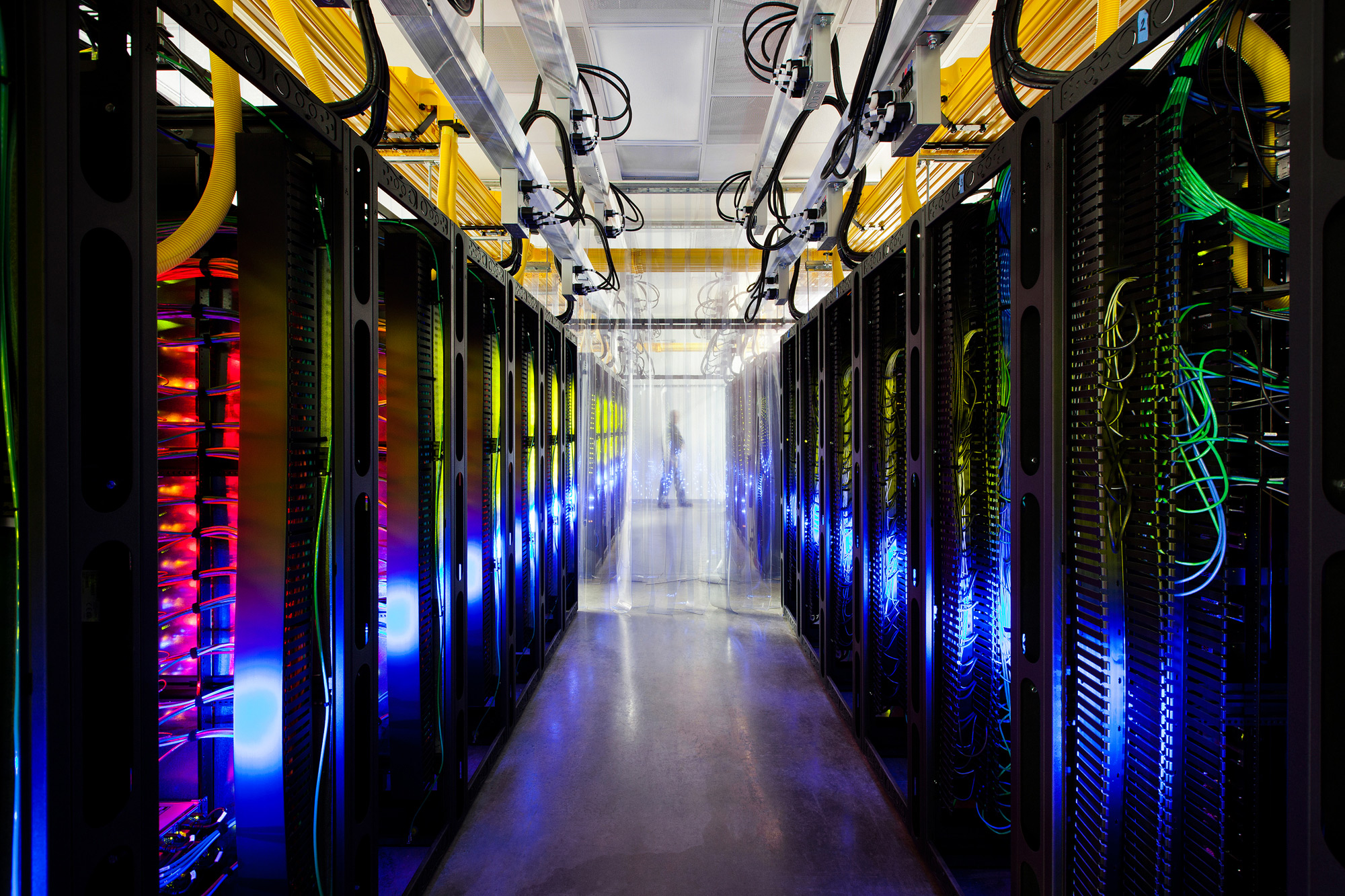 Googleのデータセンターをストリートビューで仮想見学