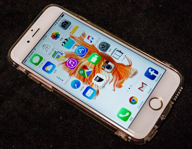 iPhone 6sとiPad Air2のケースと保護フィルム、ドコモのサービスなど