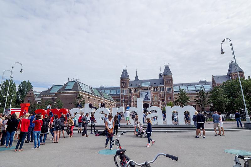 アップルパイと美しい建物 オランダ アムステルダム #ユーレイル