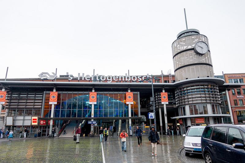 ボッシェ・ボルと運河クルーズと聖ヤン教会 オランダ スヘルトーヘンボス #ユーレイル