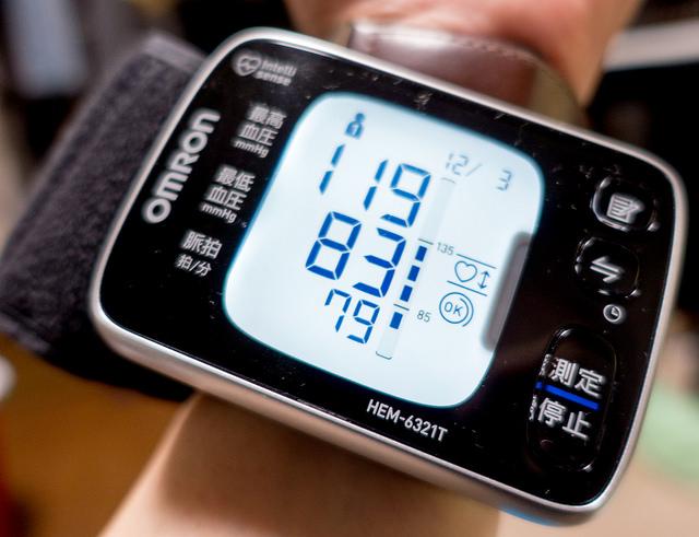 手首式血圧計HEM-6321TとiPhoneで血圧をグラフ化して傾向を知る #35歳からはじめたい血圧測定