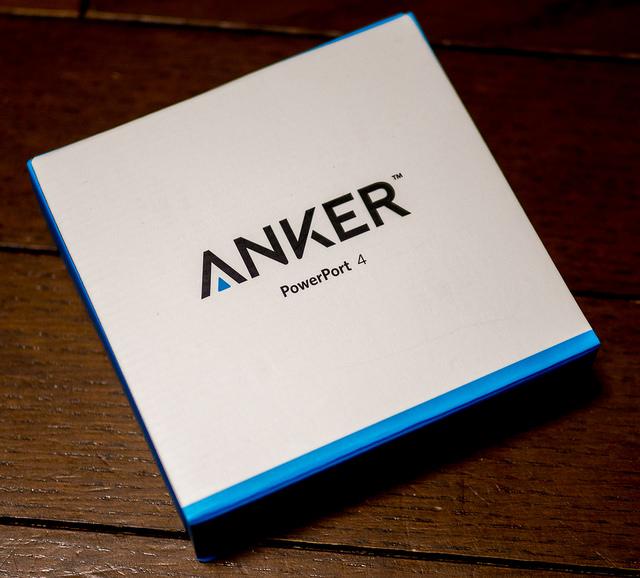 コンパクトで旅行に便利 スマホなど4台同時にUSB急速充電可能な Anker PowerPort 4