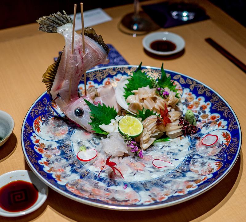 温度にもこだわった日本酒を美味しい料理と ぬる燗 佐藤 銀座コリドー店