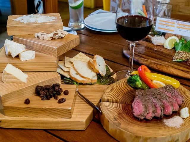 王子で肉とチーズとワインを 酪農屋 肉とチーズのお店
