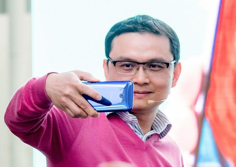 片手で握って写真撮影 スマホ最高カメラ搭載 HTC-U11 #HTCグローバルレポーター