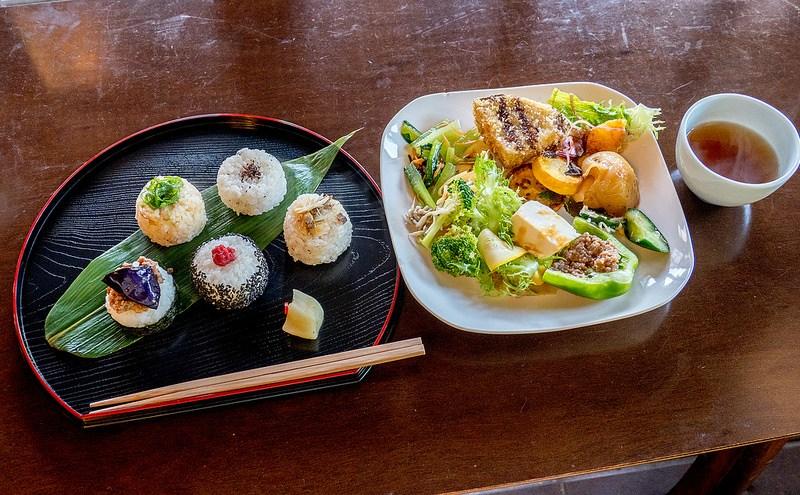 京都大原寂光院へ行く途中にあるカフェ来隣で里の野菜たっぷりおにぎりランチ