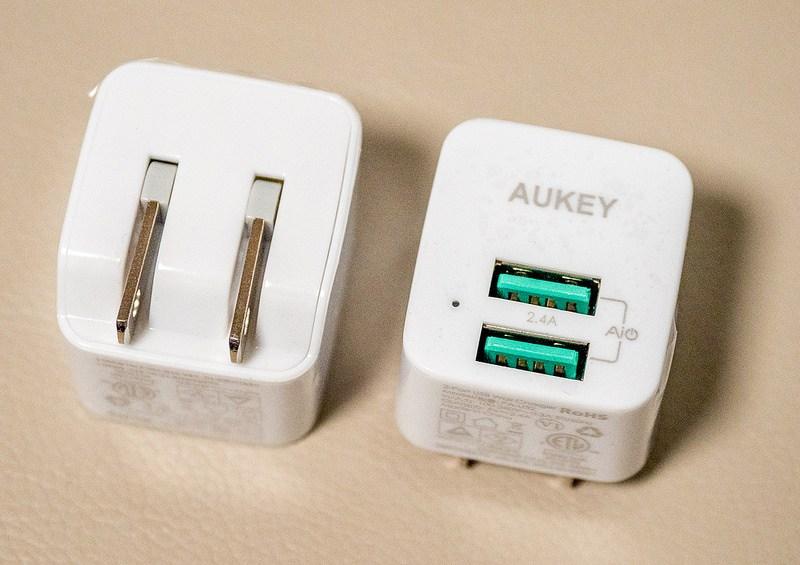 超コンパクトなAUKEY USB充電器 2ポート 2個セットで1399円