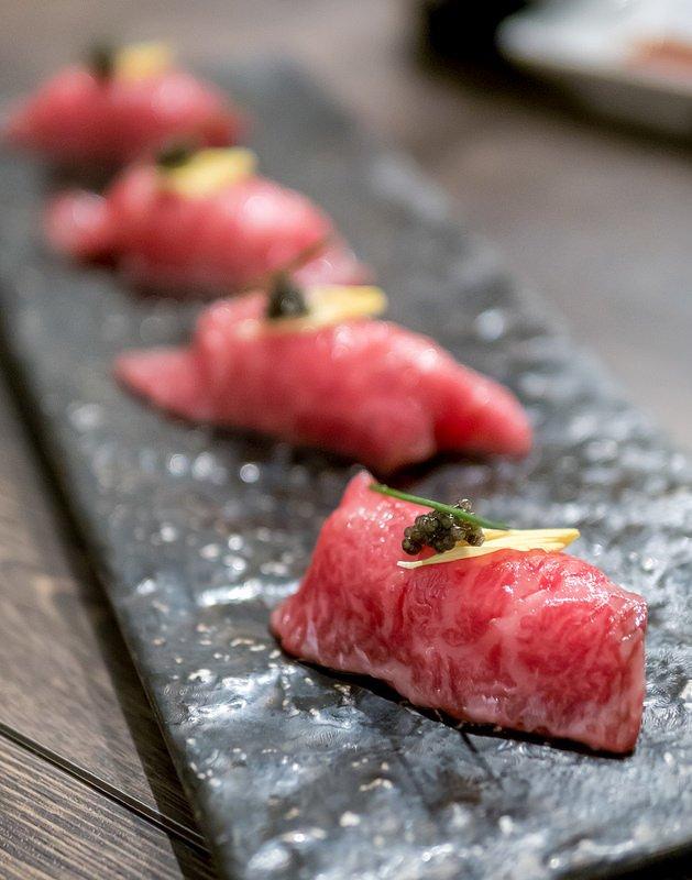 ワインバイキングと肉寿司などの肉料理が楽しめる エロうま野菜と肉バル カンビーフ 新宿店