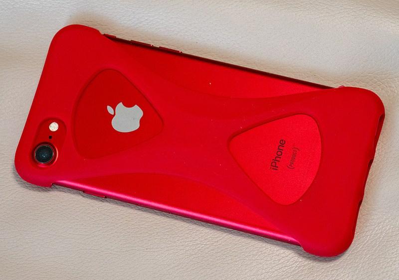 片手操作に便利 指を差し込んで手のひらにiPhoneを固定するケース「Palmo」