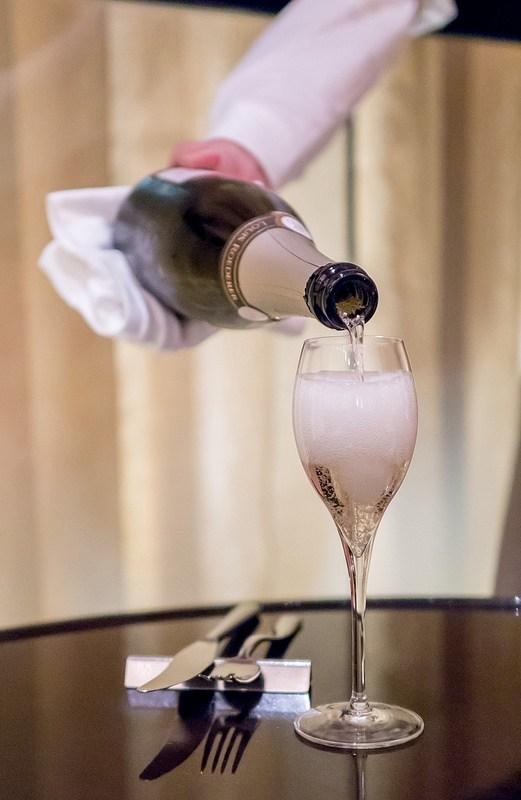 シャンパンと日本酒の夜
