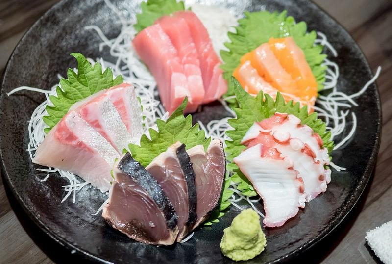 海鮮も美味しい 地鶏の里 鶏極 新橋店