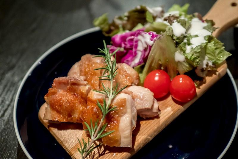肉をつまみに気軽に飲める肉バル BAL ChaCha 新橋駅前店