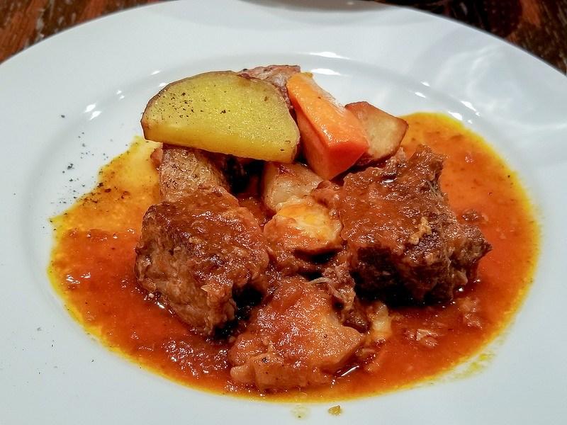 AGARIS 神楽坂 豚バラ肉の赤ワイン煮込み