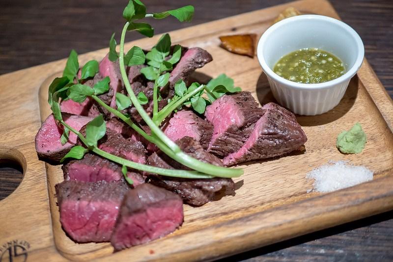 食べ放題の野菜がお通し 赤身肉が美味い 肉バル&ビアガーデン Vegeta 赤坂
