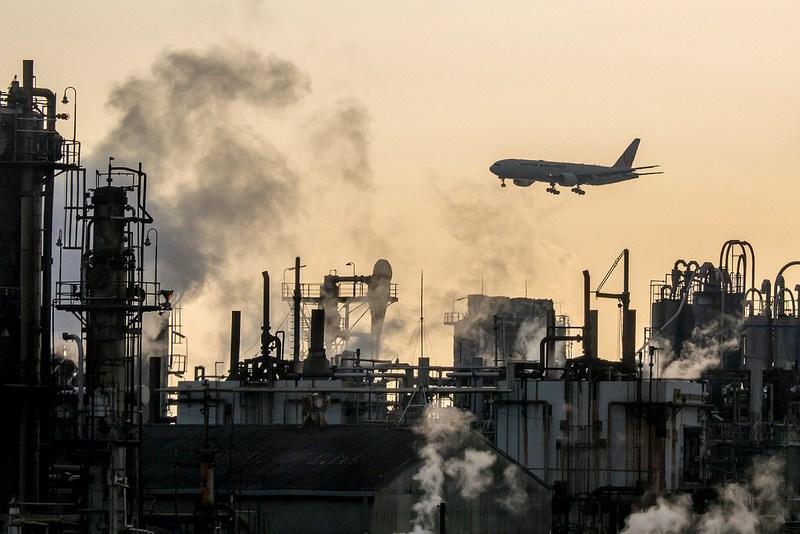 川崎工場朝景と飛行機 #工場萌え