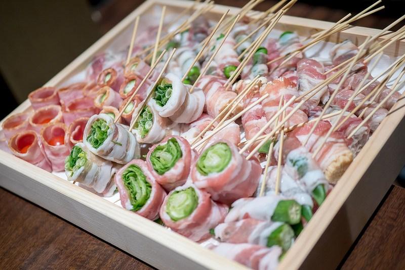 野菜巻きと塩もつ鍋と日本酒 博多串焼き・野菜巻き 串巻きあーと 御茶ノ水店