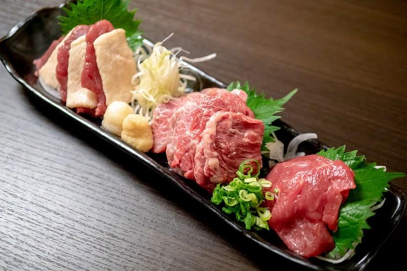 九州名物 馬刺しと水炊きと焼酎を堪能 個室居酒屋 九州に惚れちょるばい 赤羽店