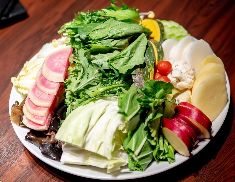 薬膳火鍋の彩り野菜コースで健康に 小肥羊 新宿西口店