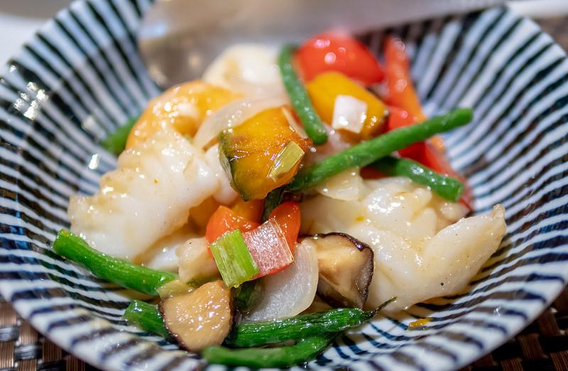 和チャイナ Roppongi ランチの豚汁にも注目 やわらかな海老とイカのあっさり炒め定食