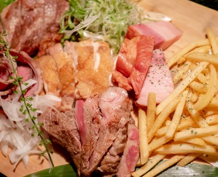 蒲田駅前の個室で肉盛り合わせを肴に飲める肉割烹 十八番