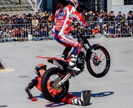 #東京モーターサイクルショー 2019 MFJトライアルデモンストレーションと選手とコンパニオンさん