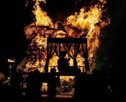 神話と古代と炎をテーマにした埼玉県行田市の春祭り さきたま火祭り
