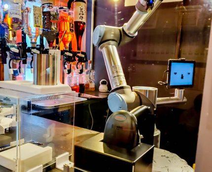 ロボットがお酒を作る ゼロ軒めロボ酒場