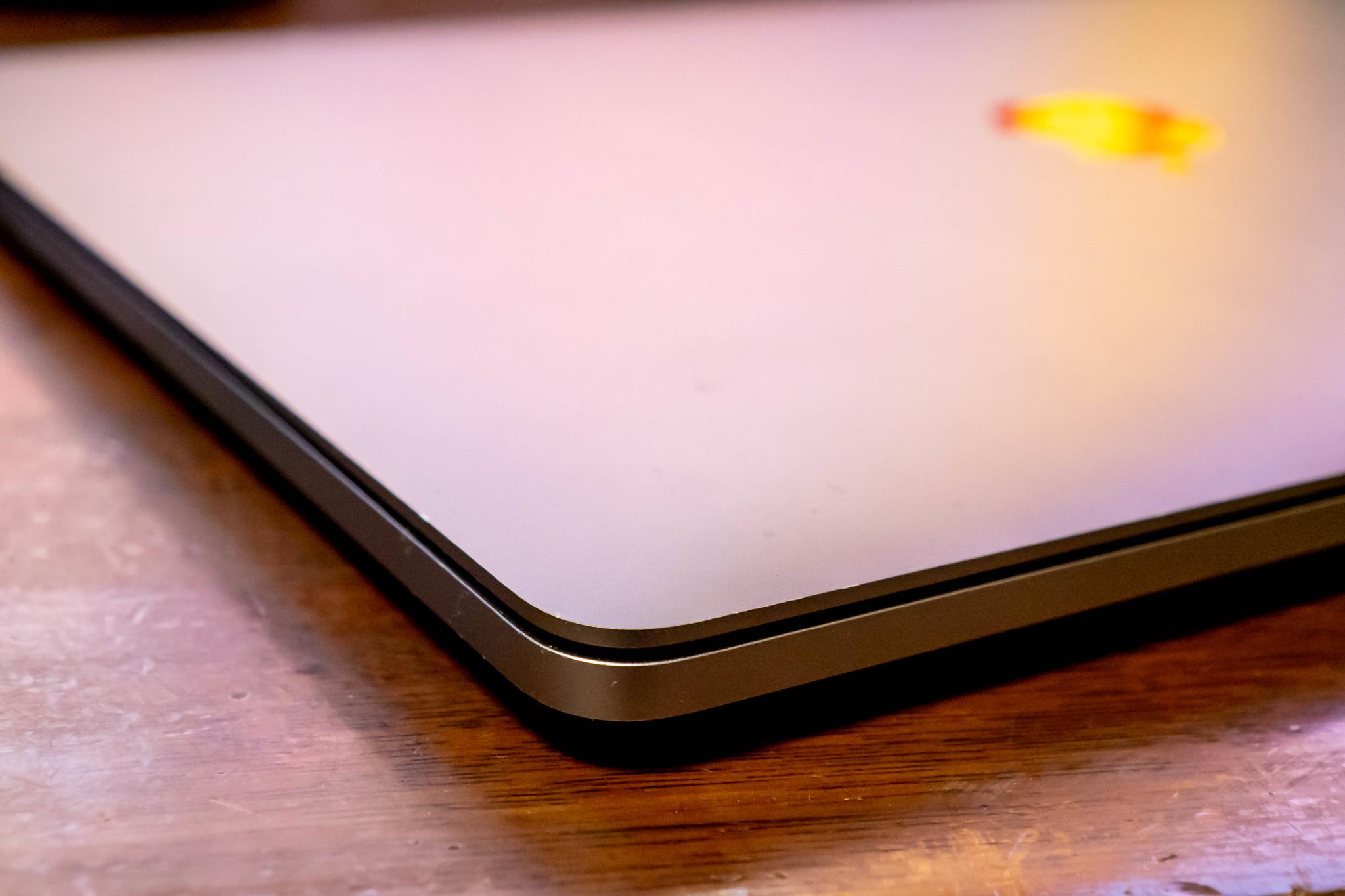 MacBook Pro 13インチ 2018 バッテリー膨張 で配送修理 3年以内の自然故障なら無料
