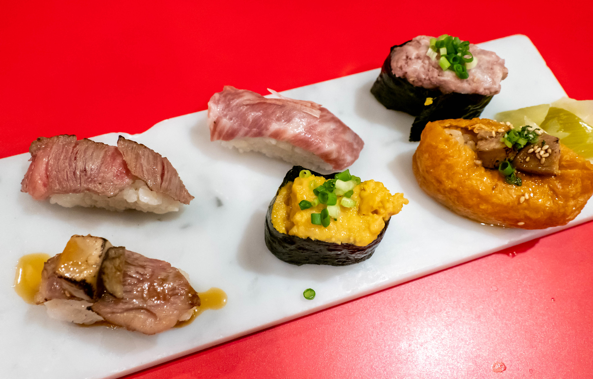 多彩な肉寿司で呑む 北千住肉寿司