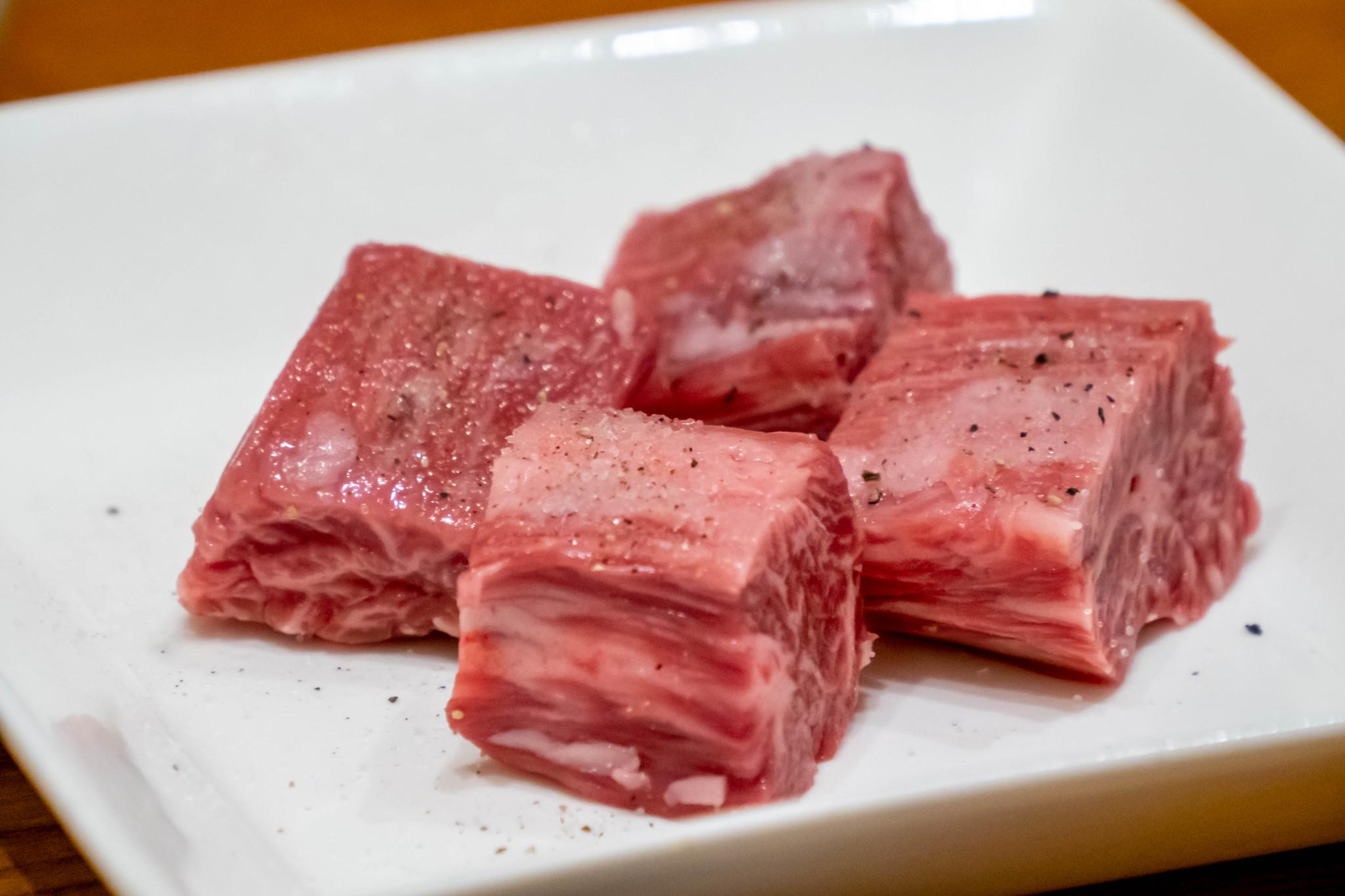 沖縄で黒毛和牛A5の焼肉を食べるなら 焼肉キッチンスタジアム黒5 那覇店