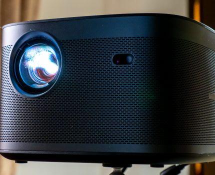 #おうち時間 は 大画面で映画・ゲーム・スポーツを満喫 自動設定が便利な Real4K ホームプロジェクター XGIMI HORIZON Pro