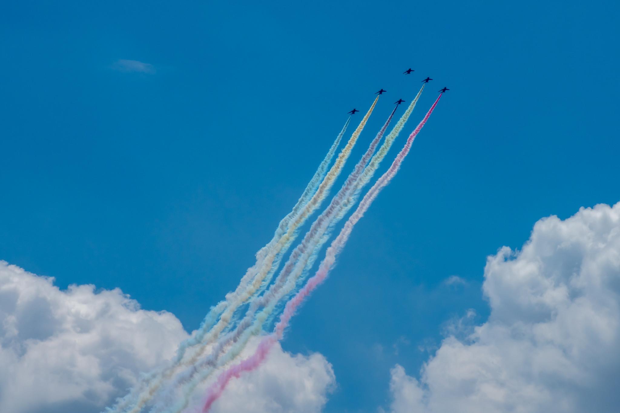 祝 東京2020オリンピック 開会 ブルーインパルス展示飛行を銀座で撮影