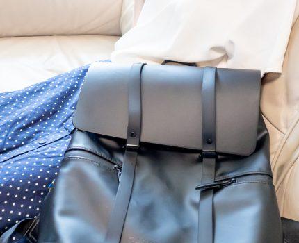 軽量で夏でもサラッと快適に持ち運ぶことができる #GastonLuga SPLÄSH 13″